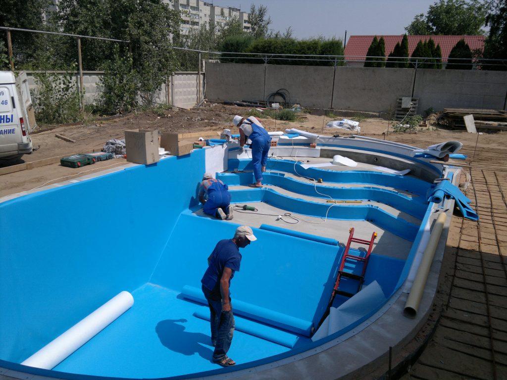 Строительство бассейна на участке: стоимость и особенности проекта